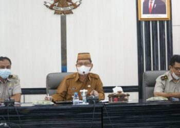 Thariq Modanggu saat memimpin sidang PPL di Aula Tinepo Kantor Bupati Gorontalo Utara. (Foto : Istimewa)